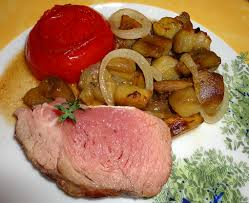 cuisiner un rosbeef rosbif saignant et aubergines poelées aux oignons