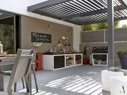 cuisine d exterieure cuisine d été aménagée sous la pergola d une terrasse
