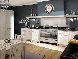 idee deco mur cuisine idee deco cuisine blanche et bleu provincial