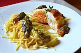 par quoi remplacer le vin jaune en cuisine poularde au vin jaune et aux morilles la recette gastronomique