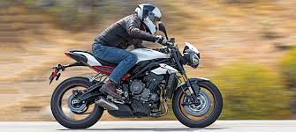 Best R by Best Middleweight Streetbike Triumph Street Triple R Cycle World