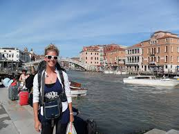 traveling abroad images 8 reasons to travel solo while studying abroad the abroad guide jpg
