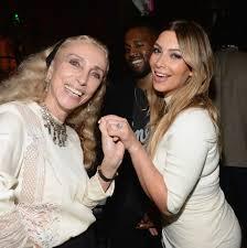 Kim Kardashian Wedding Ring by Kim Kardashian Engagement Ring Kanye West New Pictures Glamour
