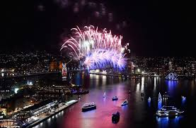 chagne bottle fireworks london and sydney compete for best new year s 2016 fireworks