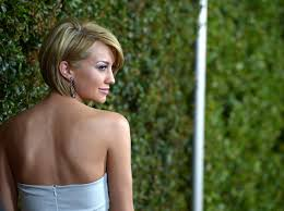 who cuts chelsea kane s hair more pics of chelsea kane side parted straight cut 20 of 22