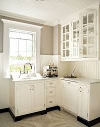 Paint Ideas For Kitchen by Best 25 Wainscoting Kitchen Ideas On Pinterest Diy Dining Room