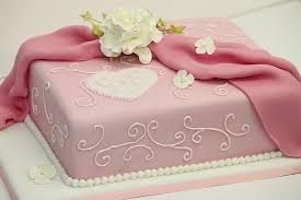 hochzeitstorte rechteckig verlobungstorte rosa mit arabesken und drapierung a photo