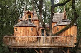 château hautefort treehouse