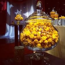 Garretts Popcorn Wedding Favors by Add A Touch Of Chicago To Your Wedding Garrett S Popcorn Shop