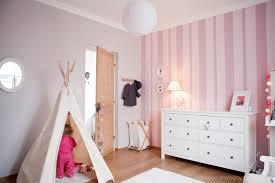tapisserie chambre bébé fille l élégante chambre bébé d pois roses chambres bébé et