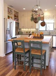 ideas for small kitchen islands best 25 small kitchen with island ideas on small