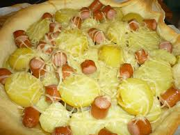 cuisiner des saucisses de strasbourg tarte aux saucisses de strasboug pomme de terre et sa compotée d