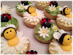 bumble bee cupcakes ladybird and bumble bee cupcakes bakealous