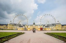 Suche Eine K He Eine Runde Riesenrad Vor Dem Karlsruher Schloss