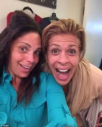 what does hoda kotb use on her hair hoda and soledad show off their natural beauty in a make up free