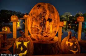 Smashing Pumpkins Halloween - as halloween approaches 10 000 beautifully carved pumpkins go on