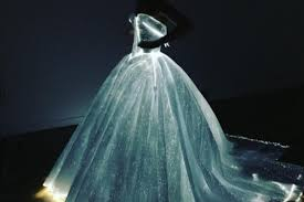 zac posen light up gown claire danes is the celeb wearing zac posen s incredible light up