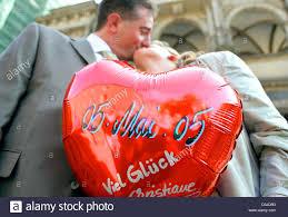 baise au bureau afp le marié fraîchement ulrike r et holger hoech baiser