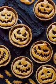 halloween jack o lantern pumpkin pies domestic gothess