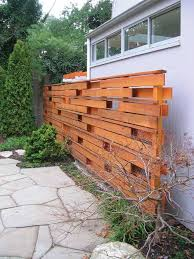 Privacy Screens For Backyards by Best 20 Pallet Privacy Fences Ideas On Pinterest Backyard