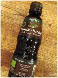 huile de noisette cuisine l huile de noisette pour les peaux grasses à imperfections vert et