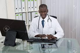 x au bureau bonne médecin africain le travail informatique au bureau