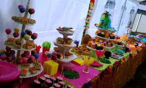 Tropical Theme Birthday Cake - luz