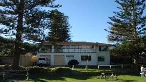 Wollongong Beach House - a beach house makes a grand statement at little austinmer beach
