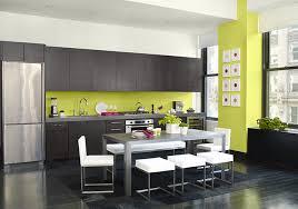 cuisine sur un pan de mur osez le vert lime dans votre déco mur vert pan de mur et le plan