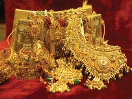 gold ornaments collateral for gold loans muthoot finance the