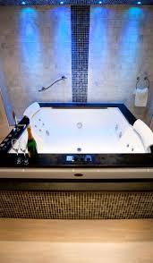 81 best baignoires jacuzzi images on pinterest jacuzzi spa and sanctuary spa suite double jacuzzi bath infra red sauna