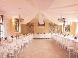 tenture plafond mariage tenture en toile d hivernage calfeutrer les fenetres