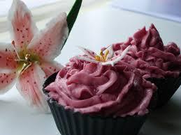 marcipan cupcakes med hindbær frosting simplycupncakes