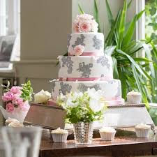 wedding cake chelsea chelsea buns creative cakes in kent wedding cakes hitched co uk