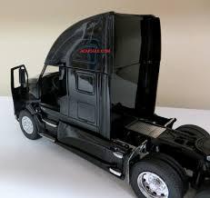 2017 kenworth t700 kenworth t700 oil tanker 1 32 scale tractor trailer model