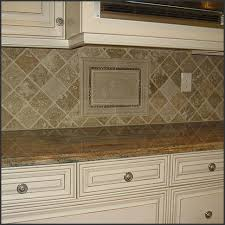 Kitchen Tile BACKSPLASH Design IDEAS - Kitchen medallion backsplash