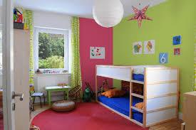 kinderzimmer farblich gestalten kinderzimmer gestalten junge kleines farblich wand design und