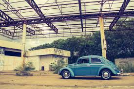 volkswagen vintage cars blue volkswagen beetle in front of building free stock photo