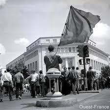chambre du commerce caen 27 mai 1968 les ouvriers de la radiotechnique devant la chambre de