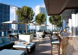 outdoor fine dining of area 31 restaurant in downtown miami