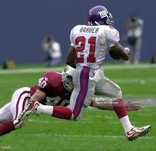 New York Giants Flag New York Giants U0027 Tiki Barber R Evades The Grasp Pictures Getty