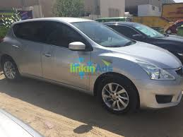 nissan tiida hatchback lady driven nissan tiida 1 6l hatchback 2014 silver used cars