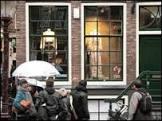 Amsterdã faz desfile de moda em zona de prostituição