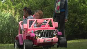 barbie jeep power wheels power wheels barbie jammin u0027 jeep wrangler demo youtube
