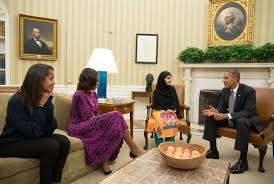 malala chatting with barack obama michelle and their daughter