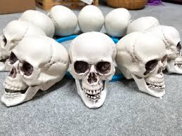 catacomb chandelier halloween home decor tutorial