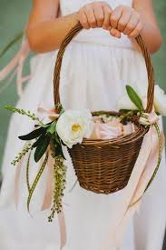 wedding baskets 26 easy ways to use baskets at your wedding weddingomania