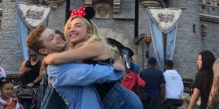 Sié E Social Disneyland Peyton List Cameron Monaghan Hold While Out At Disneyland