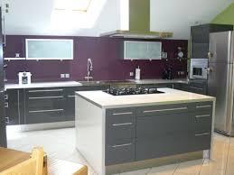 peinture pour cuisine grise cuisine grise et aubergine modern shiny gray tiled kitchen