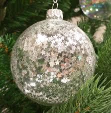glas und kunststoff materialien für weihnachtskugeln